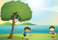 Ungar som spelar fotboll royaltyfri illustrationer