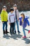 Ungar som spelar i hoppa hagelek Royaltyfria Bilder