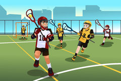 Ungar som spelar lacrosse Royaltyfria Foton