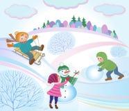 Ungar som spelar, och vinterlandskap Arkivfoto