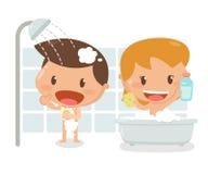 Ungar som tar ett bad Arkivfoton