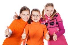 Ungar som visar det ok tecknet Arkivfoto