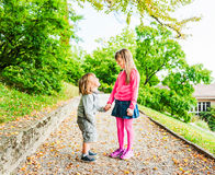 ungar utomhus Royaltyfri Bild