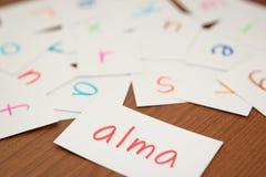 Ungarisch; Lernen des neuen Wortes mit den Alphabet-Karten; Writin stockbilder