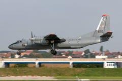 Ungarische zweistrahlige Militärtransportflugzeuge Luftwaffen-Ungarisch Légiero Antonow An-26 stockbild