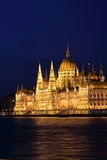 Ungarisches Parlament, das 4 errichtet Stockbilder