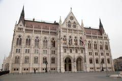 Ungarisches Parlament von der Seite Lizenzfreies Stockfoto