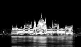 Ungarisches Parlaments-Gebäude-lange Belichtung lizenzfreies stockbild