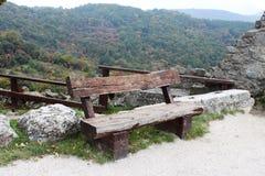 Ungarn: Bank auf den Berg Lizenzfreie Stockfotografie