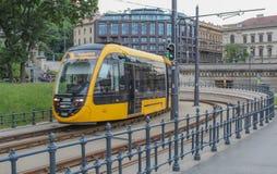 Ungarn; Budapest; Am 13. Mai 2018; Öffentlicher Transport in Budapest, gelbe Tram auf den Bahnen stockbild