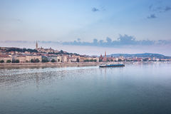 ungarn donau Ungarische Grenzsteine, Kettenbrücke lizenzfreies stockbild