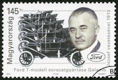 UNGARN - 2013: zeigt Jozsef Galamb 1881-1955, Ungarisch-amerikanischer Diplom-Ingenieur, Jahrhundert Ford Models T stockfotografie