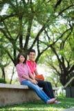 Ungdom i park arkivbilder