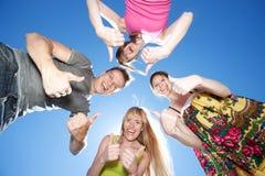 Ungdomar över den blåa skyen Royaltyfri Foto