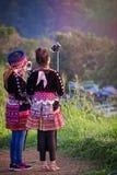 Ungdomartar selfies i Chan Rai Thailand arkivbilder