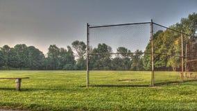 Ungdombaseball- eller softballfält Arkivbild
