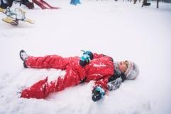 Unge i vinter Fotografering för Bildbyråer