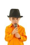 unge little som sjunger Arkivfoto