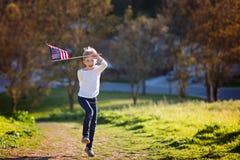 Unge med amerikanska flaggan Arkivfoton