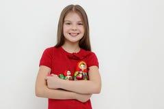 Unge och matrioshka Royaltyfria Foton