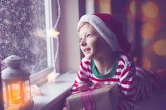 Unge på jul royaltyfri bild