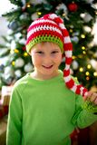 Unge som firar jul Royaltyfri Bild