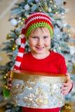 Unge som firar jul Arkivbilder