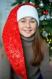 Unge som firar jul Arkivbild
