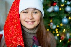 Unge som firar jul Royaltyfri Fotografi