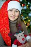 Unge som firar jul Arkivfoton