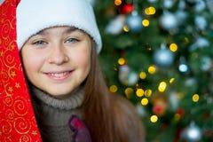 Unge som firar jul Fotografering för Bildbyråer