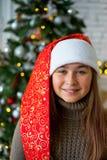 Unge som firar jul Royaltyfria Bilder