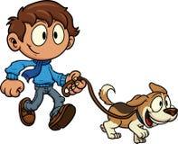 Unge som går hunden Arkivbild