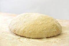 Ungebackener Brotlaib in einer Bäckerei Stockfotografie