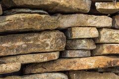 ungefärlig stenvägg för bakgrund royaltyfri fotografi