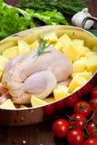Ungekocht - Huhn mit Gemüse Stockfoto