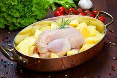 Ungekocht - Huhn mit Gemüse Lizenzfreies Stockfoto