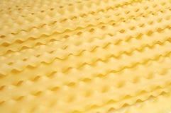 Ungekochte Teigwarenbeschaffenheit auf Tabelle lizenzfreie stockfotos