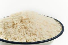 Ungekochter Reis in der Schüssel Lizenzfreies Stockfoto