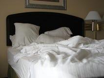 Ungemachtes Bett Stockfoto