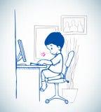 Ungen sitter framme av datoren arkivfoto
