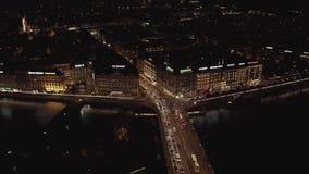ungeordnete Luftansicht der nacht 4K von Ufergegendskylinen Genf, die Schweiz - Dlog m stock footage