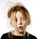 Ungepflegtes Vorschülermädchen mit dummem Gesicht Stockfotografie