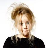 Ungepflegtes Vorschülermädchen mit dummem Gesicht Lizenzfreie Stockbilder