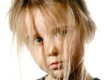 Ungepflegtes Vorschülermädchen mit langem Haarporträt Lizenzfreies Stockbild