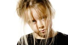 Ungepflegtes Vorschülermädchen mit langem Haarporträt Stockfoto