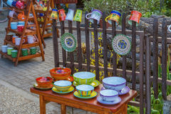 Ungersk handgjord keramik i byn Tihany, nära från lak Arkivbild