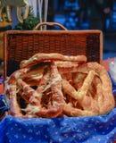 Ungersk mat - släntra av bröd Royaltyfri Fotografi