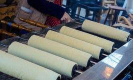 Ungersk mat - släntra av bröd, rullar Arkivbilder