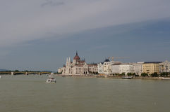 Ungersk parlament på invallningen av Danube River Arkivfoto